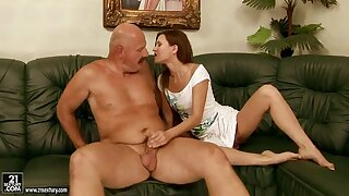 thumbs tranny Free sex hung young